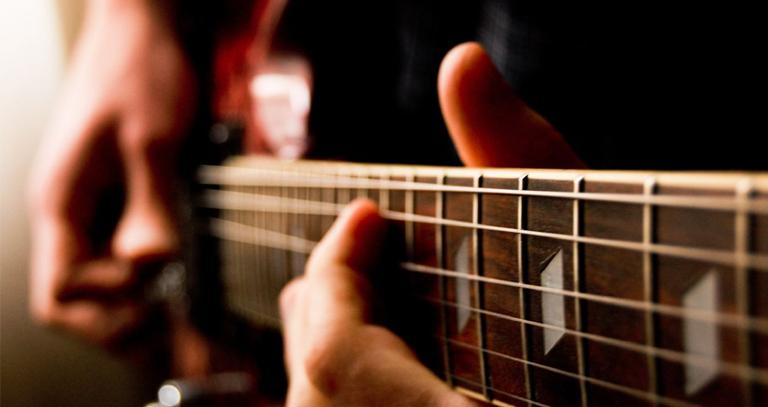 12.自動刷弦吉他